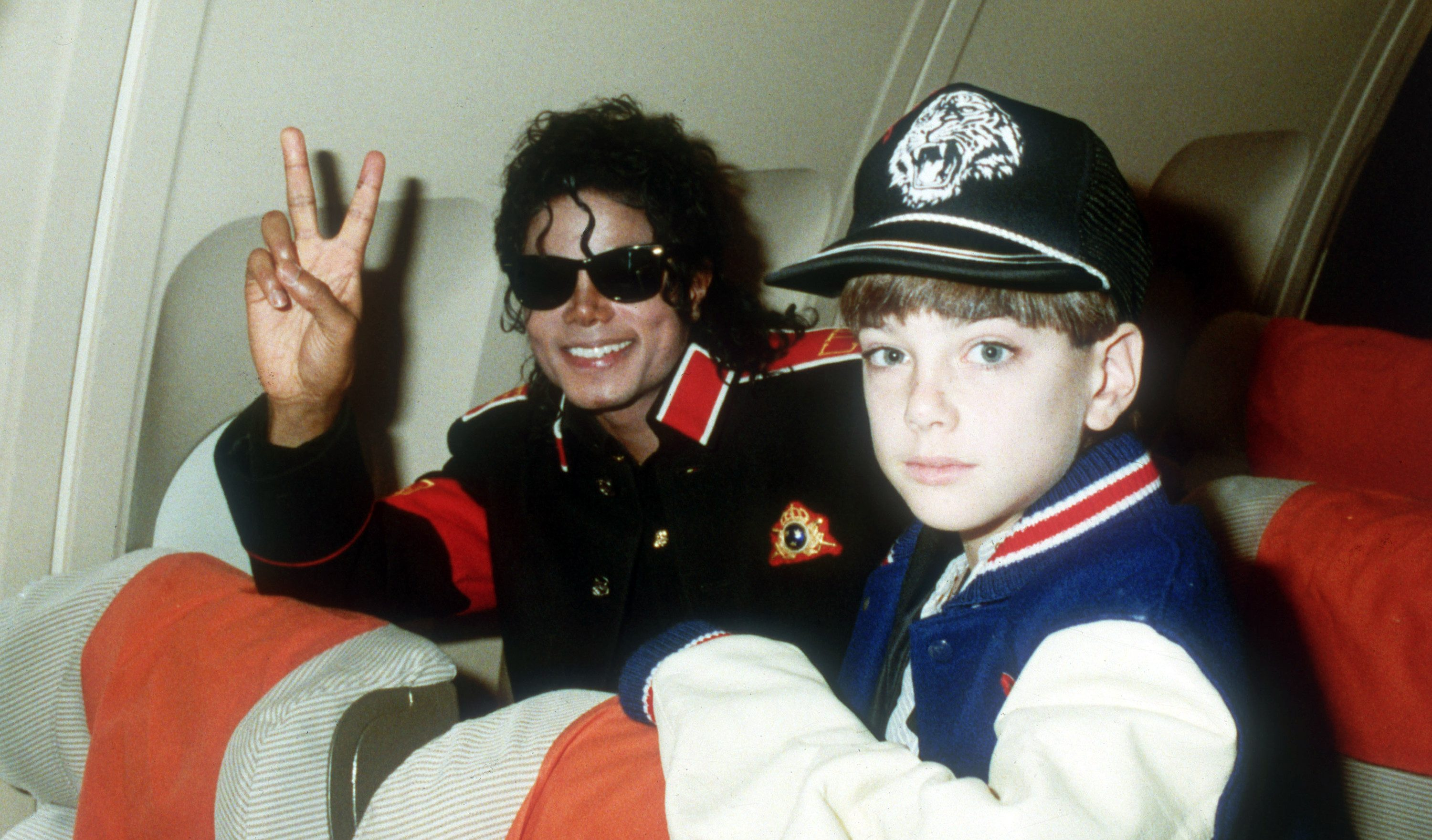 UNSPECIFIED – JULY 11: Michael Jackson with 10 year old Jimmy Suchcraft on the tour plane on 11th of July 1988.(Photo by Dave Hogan/Getty Images)