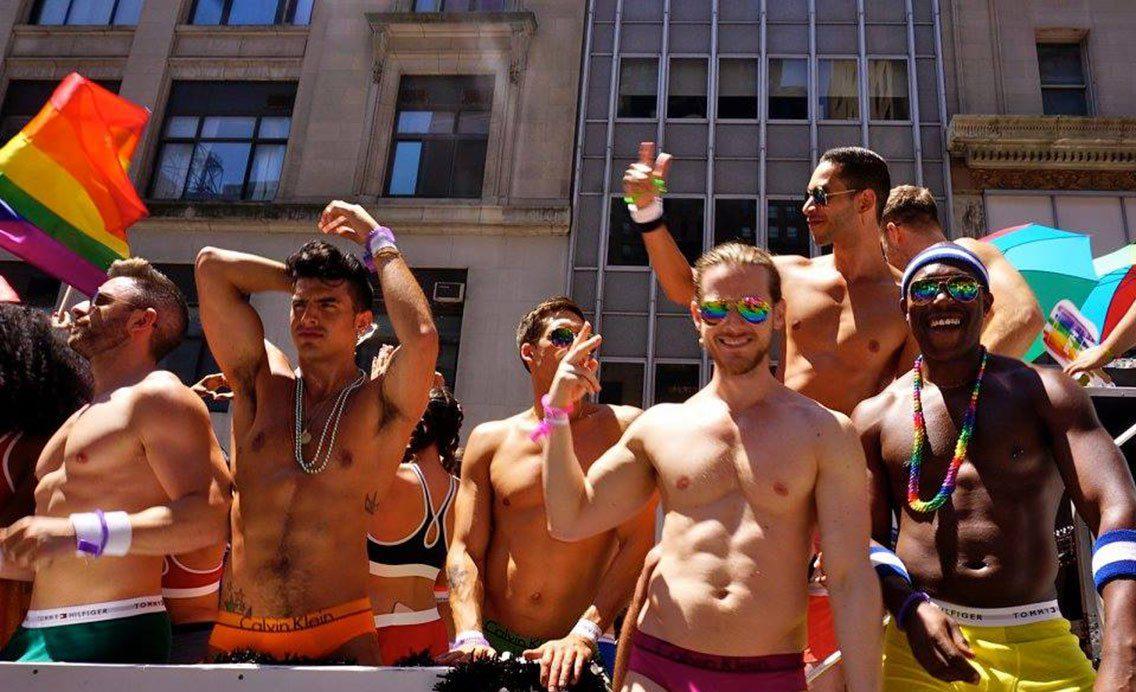 Eşcinsel Erkeklerin Anti-LGBT Adayları Daha Çok Desteklediği Ortaya Çıktı!