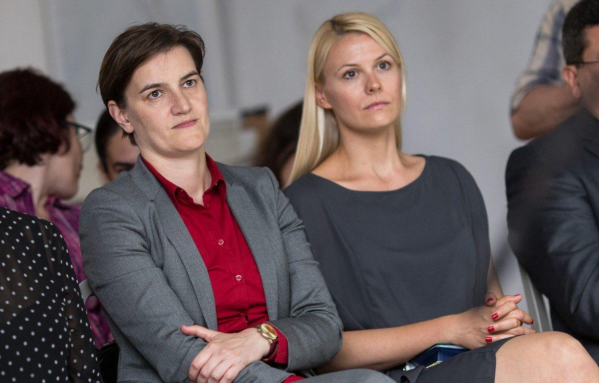 Sırbistan'ın Lezbiyen Başkanı Ana Brnabic'in Oğlu Dünyaya Geldi