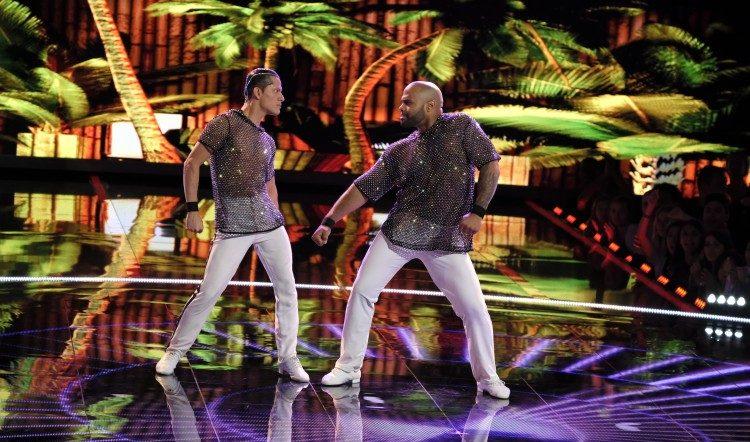 İzleyin: Jennifer Lopez, Dansçı Gay Çiftin Yeni Hayranı Oldu