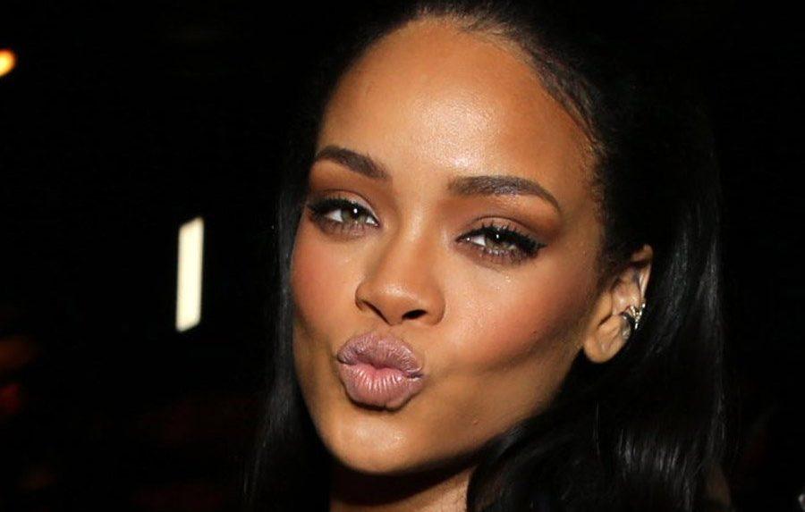Rihanna Görüntüleriyle Bir Kadını Öpmenin 10 Aşaması