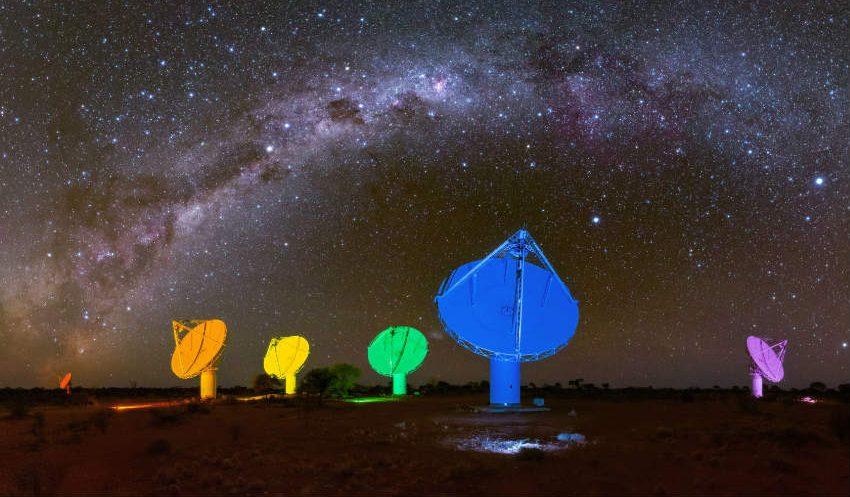 Avustralya'nın Ulusal Bilim Kurumu Teleskoplarını Gökkuşağı Renklerine Boyadı