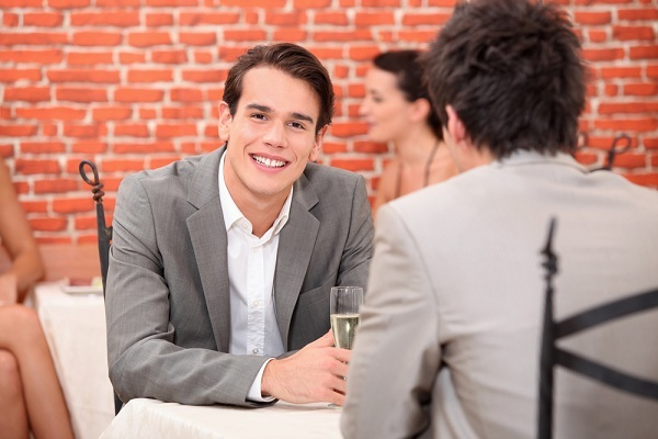 Eşcinsel Bir Erkekle Nasıl Flört Edeceğinizi Öğrenin