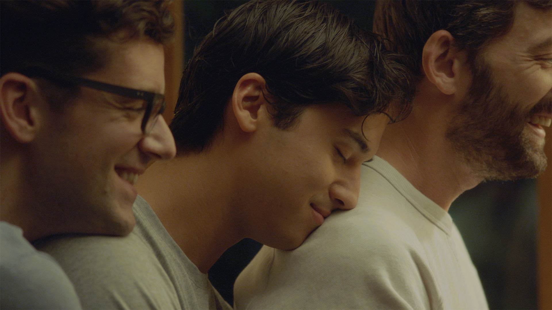 İzleyin: Çok Eşli Bir Aşkı Anlatan Bu Kısa Film 2019'un En İyisi Seçildi!