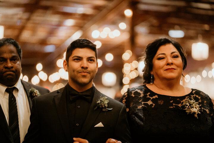 Biseksüel Şarkıcı Kendi Düğününde Annesine Unutamayacağı Bir Sürpriz Yaptı