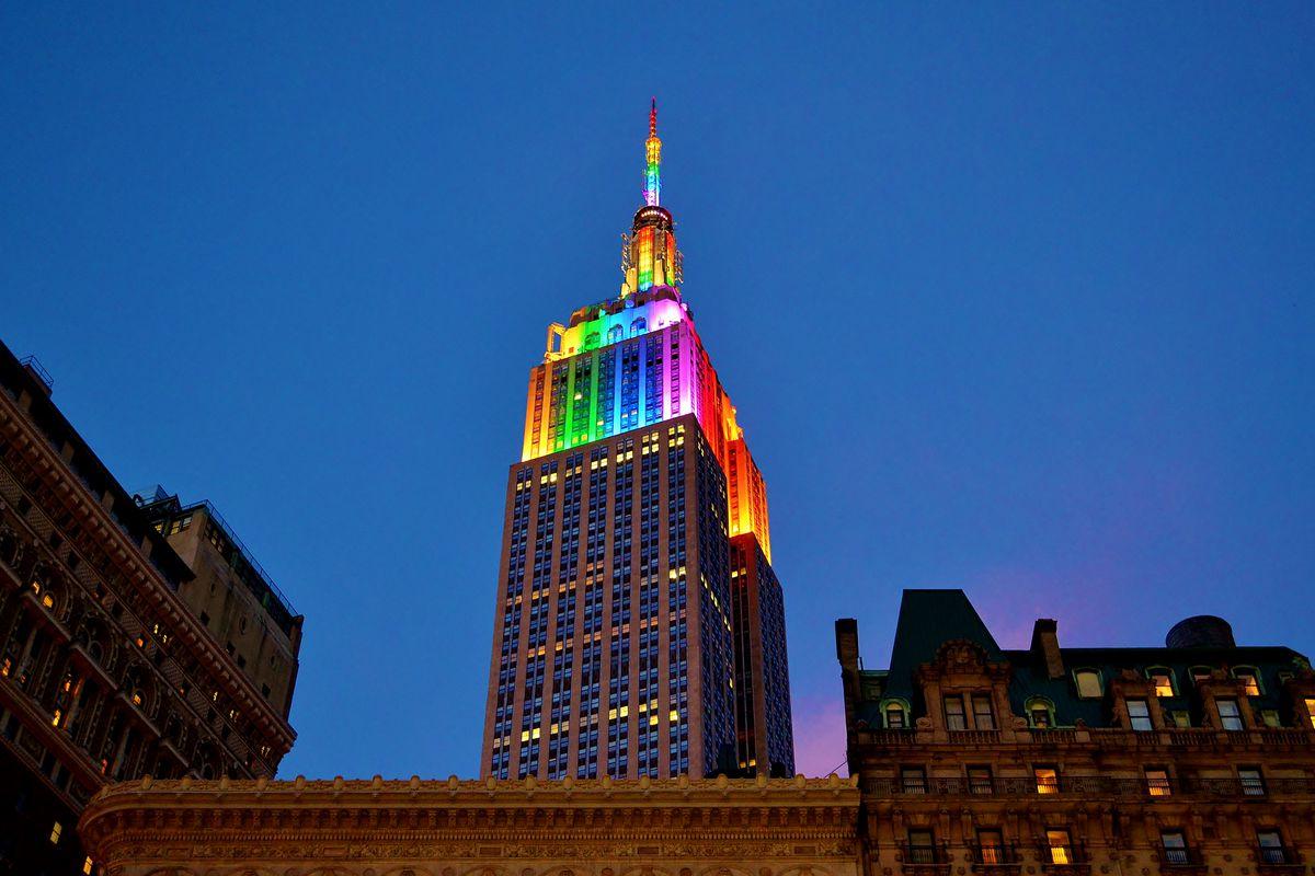 New York'un Ünlü Sembol Binaları 'World Pride' İçin Rengarenk Olacak!