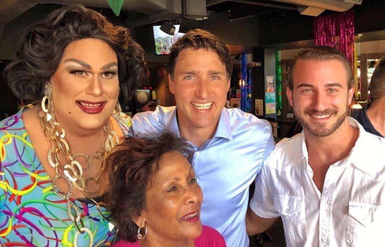 İzleyin: Justin Trudeau'dan Gay Bara Sürpriz Ziyaret!