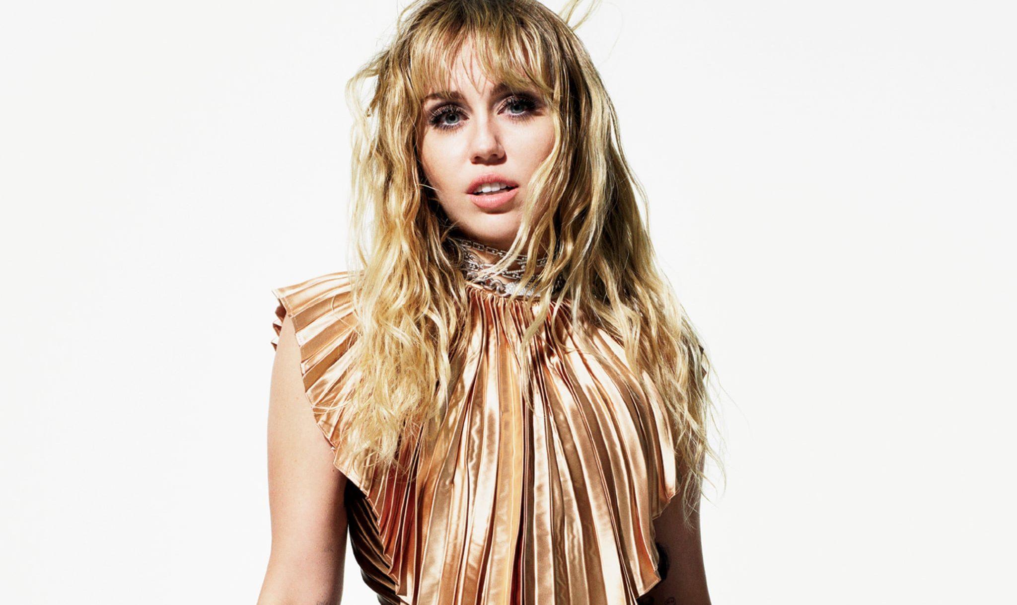 Miley Cyrus: Kadınları Hala Çekici Buluyorum