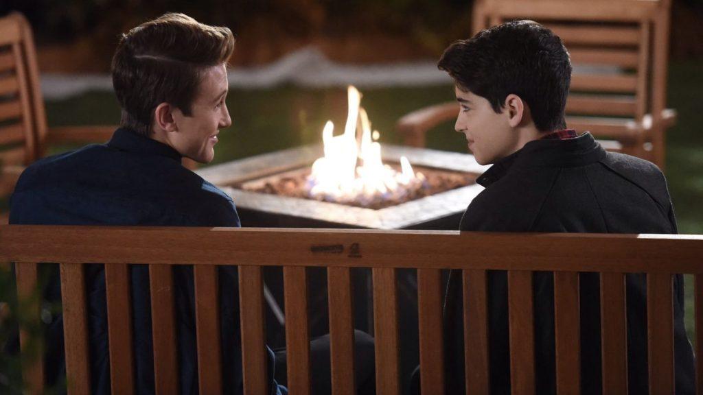 İzleyin: Disney Channel İlk Eşcinsel Romantizmini Ekranlarında Gösterdi