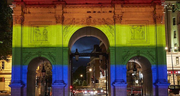Tarihinde İlk Kez Londra'nın Sembollerinden Marble Kemeri, Gökkuşağı Renkleriyle Aydınlatıldı