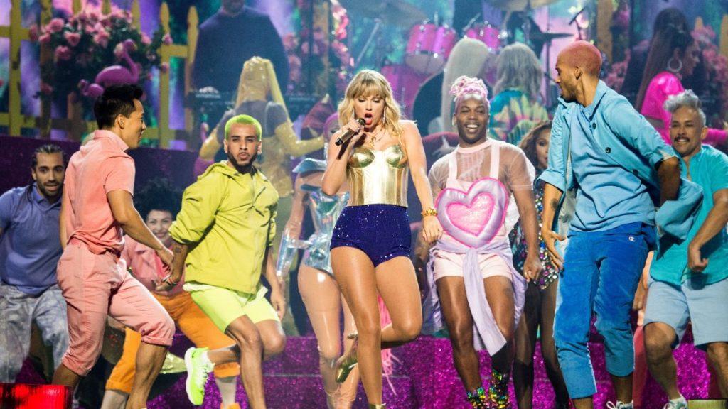 İzleyin: Taylor Swift 2019 MTV Ödülleri'ni LGBT ve Gökkuşağı İle Açtı