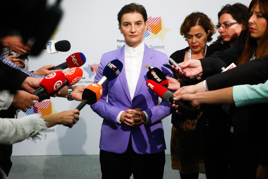 Sırbistan, Eşcinsel Çiftlerin Tüp Bebek İle Çocuk Sahibi Olmasını Yasaklıyor!