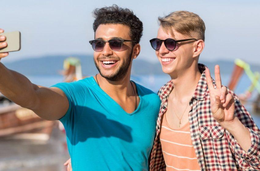 Eşcinsel Bir Arkadaşa Sahip Olmak Sizi Daha İyi Biri Yapıyor