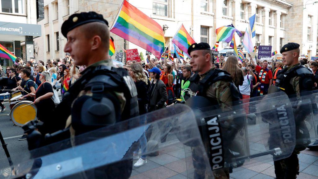 Bosna'nın İlk Onur Yürüyüşü'nü Koruyan 1000 Polis, Homofobik Müslümanlara Göz Açtırmadı!