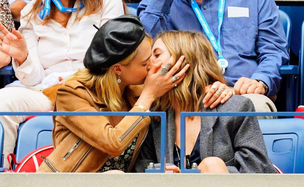Cara Delevingne ve Kız Arkadaşı Ashley Benson'dan Tenis Maçında Aşk Dolu Anlar