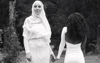 Müslüman ve Hristiyan Lezbiyen Çiftin Düğün Fotoğrafları Viral Oldu!