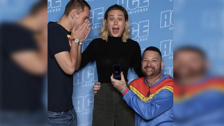 Captain Marvel Evlenme Teklifinin Arasında Kaldı!