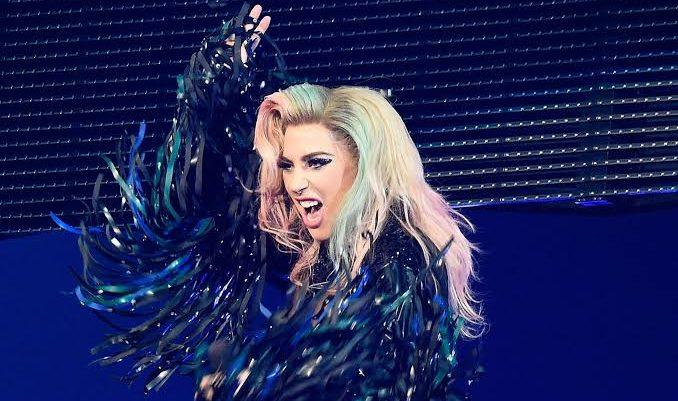 İzleyin: Lady Gaga, Vegas Konserinde Feci Şekilde Düştü!