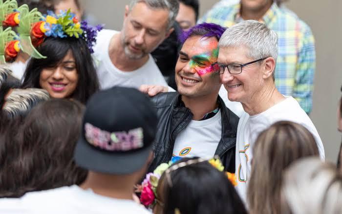 Apple CEO'su Tim Cook: Eşcinsellik Bir Kısıtlama Değil
