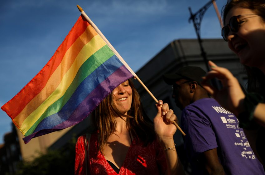 """Almanya Sağlık Bakanı Jens Spahn, """"Gay Dönüşüm Terapisini"""" Yasaklayacaklarını Açıkladı"""