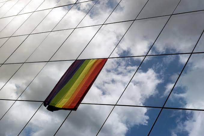 Homofobik Patrondan Bahane: Diğer Kadın Çalışanlarla Eşit Olması İçin Maaşınızı Düşürdüm!