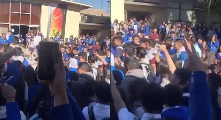 Yüzlerce Öğrenci, Lezbiyen Arkadaşlarını Taciz Eden 'Homofobik' Okul Yönetimini Protesto Etti!