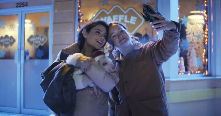 """İzleyin: Netflix'in Yeni Kuir Gençlik Filmi """"Let It Snow"""" Yolda!"""