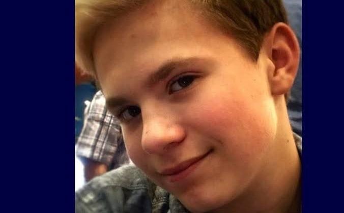 Bir Anne, Zorbalığa Uğramış 12 Yaşındaki Eşcinsel Oğlu İntihar Edince Okula Dava Açtı