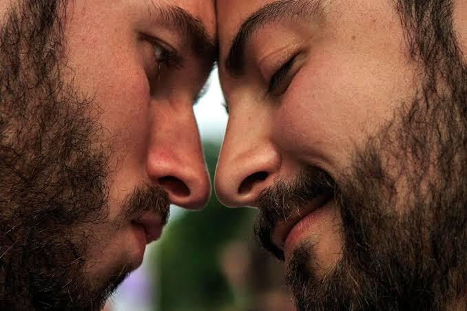 Heteroseksüel Erkekler, Diğer Erkeklerle Yaşadığı Gizli Cinsel Deneyimleri Anlattı