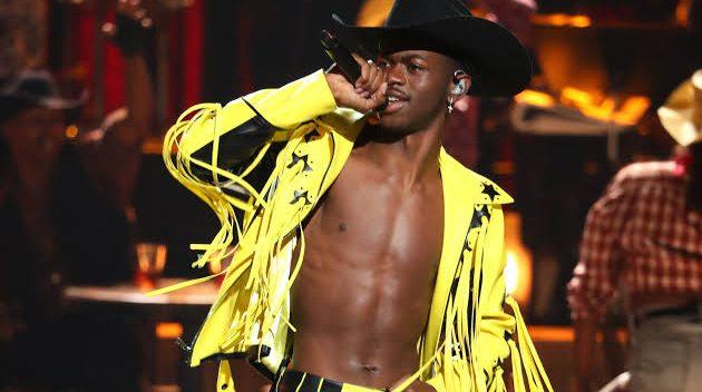 Li Nas X, Yılın En Çok Kazanan Şarkıcıları Listesinde Yer Alan İlk Siyahi Eşcinsel Erkek Olarak Tarihe Geçti!