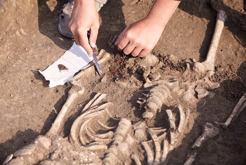 Arkeologlar, 1000 Yıl Öncesine Ait Trans Bir Erkeğin Kalıntılarını Bulmuş Olabilir!