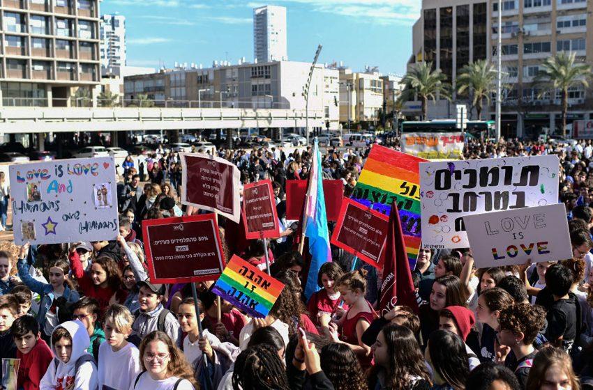 Binlerce İsrailli Öğrenci, LGBT Karşıtı Yorumlar Yapan Eğitim Bakanını Protesto Etti!