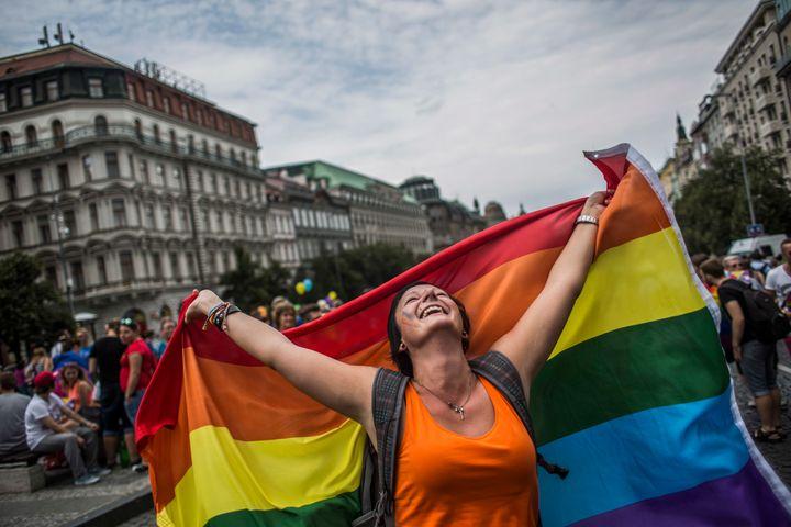 Heyecanlandıran Anket Sonuçları: Çek Halkının Yaklaşık Üçte İkisi LGBT Haklarını Destekliyor