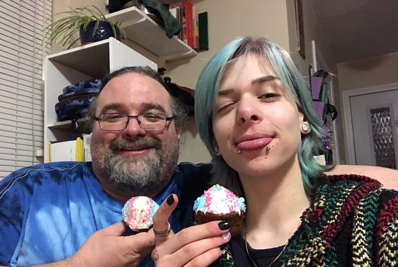Trans Oğlunun Dönüşüm Partisini Kutlayan Baba Viral Oldu!