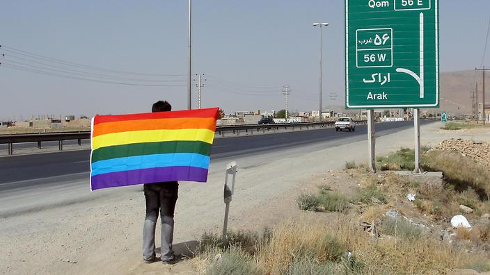 """İran, Eşcinsel Erkekleri """"Heteroseksüel Yapabilmek"""" İçin Cinsiyet Değiştirme Ameliyatına Zorluyor!"""