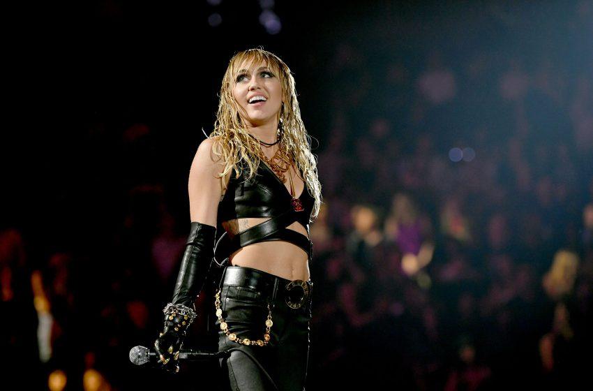 Miley Cyrus: Gay Dönüşüm Terapisi Yüzünden Kiliseye Gitmeyi Bıraktım