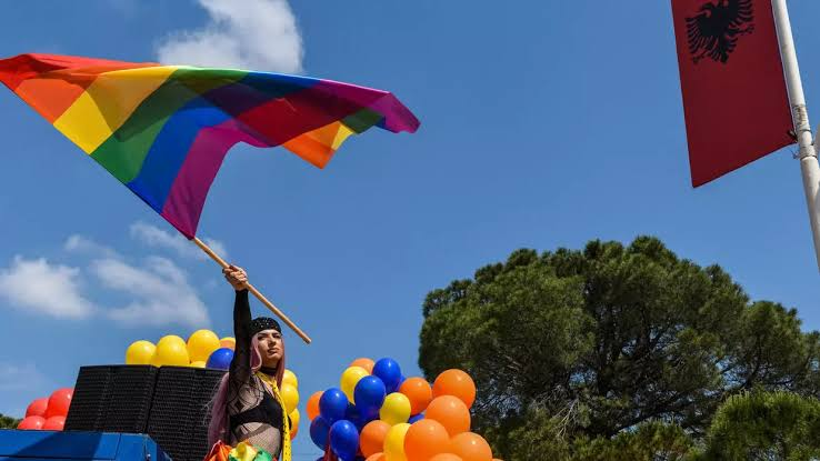 Arnavutluk, Eşcinsel Dönüşüm Terapisini Kaldıran 3. Avrupa Ülkesi Oldu!