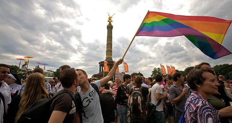 Almanya, Eşcinsel Dönüşüm Terapisini Yasaklayan İkinci Avrupa Ülkesi Oldu!