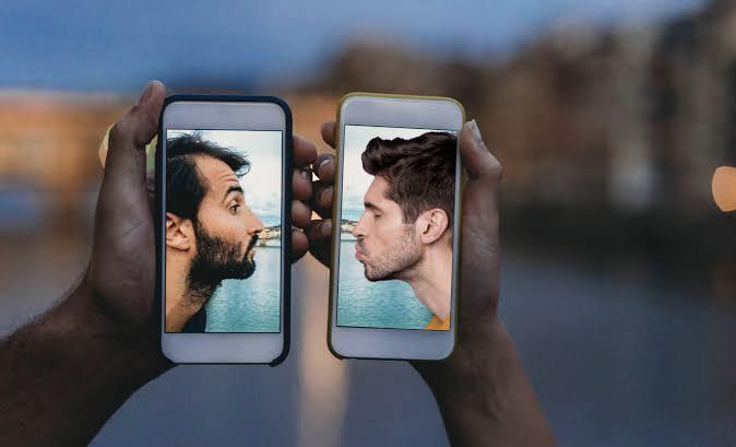 Daha Fazla Genç Tanışma Uygulamalarına Katıldığı İçin Tinder'da Her Beş Eşleşmeden Biri Kuir!