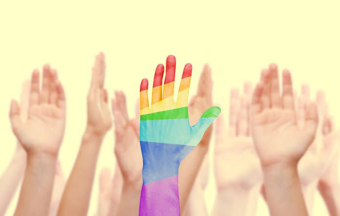 Facebook ve Twitter'da Eşcinsel Dönüşüm Terapisi Reklamlarını Yasaklayacağını Duyurdu