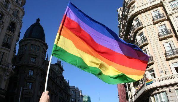 İngiltere, Eşcinsel Dönüşüm Terapisini Kaldırmaya Hazırlanıyor!