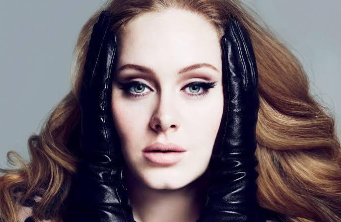 Adele'in Beklenen Dördüncü Stüdyo Albümü Korona Virüs Sonrası Geliyor!