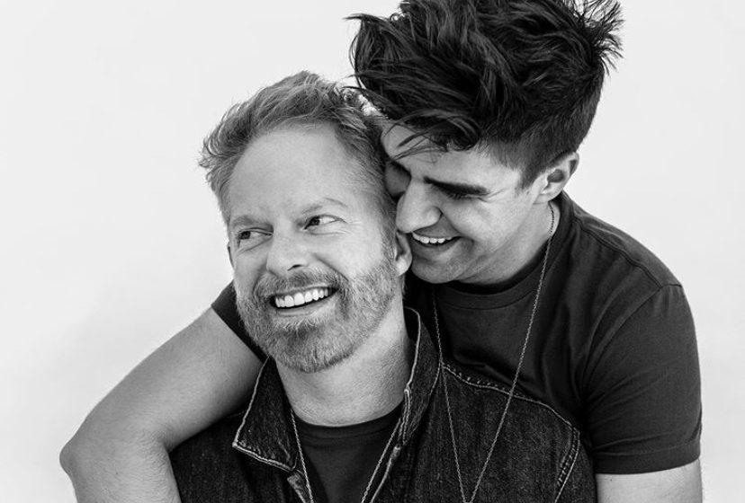 Jesse Tyler Fergunson ve Justin Mikita İlk Çocuklarının Doğduğunu Açıkladı