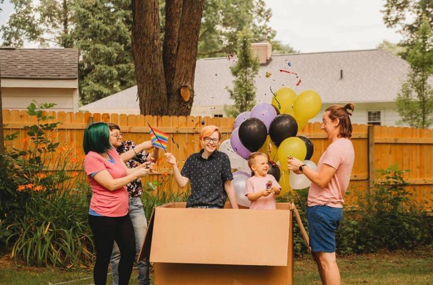 Trans Oğulları İçin Cinsiyet Açıklama Partisi Düzenleyen Aile: Çocuğumuzun Cinsiyetini Yanlış Anlamışız