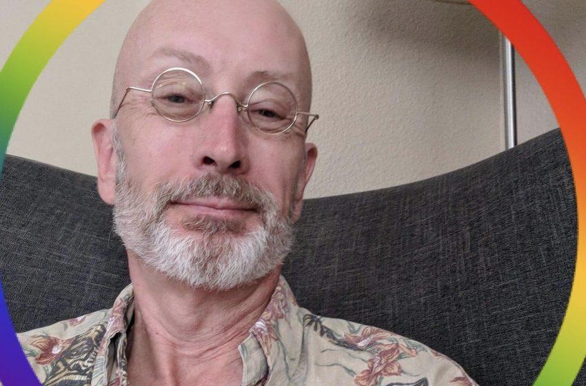 """""""Sırf Eşcinsel Olduğum İçin 57 Yaşında Evlatlıktan Reddedildim, Ama Mutluyum"""""""
