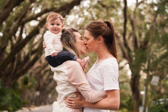 Almanya, Lezbiyen Annelere Eşit Haklar Vermek İçin Düğmeye Bastı