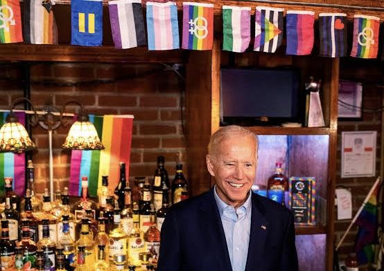 """""""Eşcinseller Beni Seviyor"""" Diyen Trump'a Şok! LGBTİ+ların %76'sı Joe Biden'ı Destekliyor"""