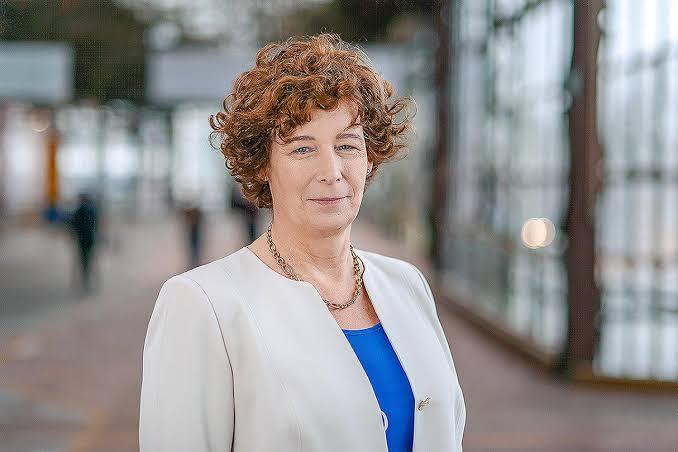 Belçika'nın Yeni Başbakan Yardımcısı, Avrupa'daki En Yüksek Rütbeli Transseksüel Politikacı Oldu