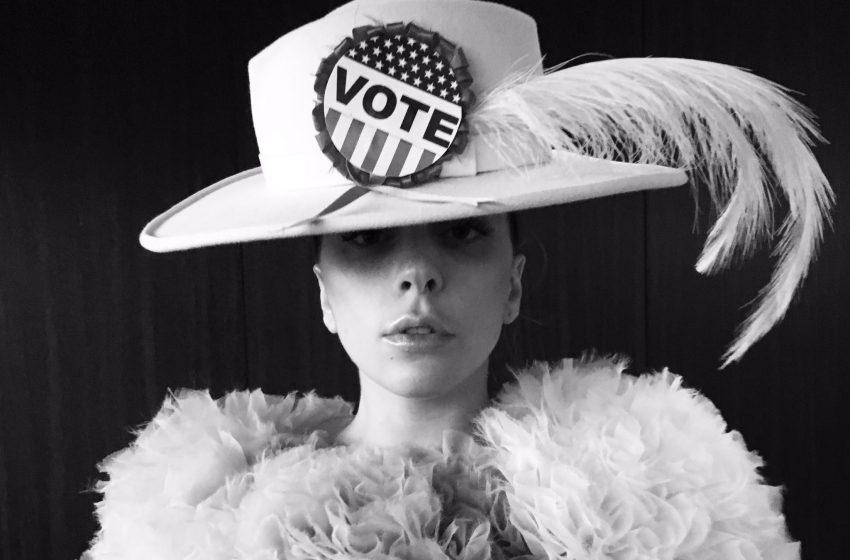 İzleyin: Lady Gaga, Oy Vermeyi Bir Moda Şovuna Dönüştürdü!