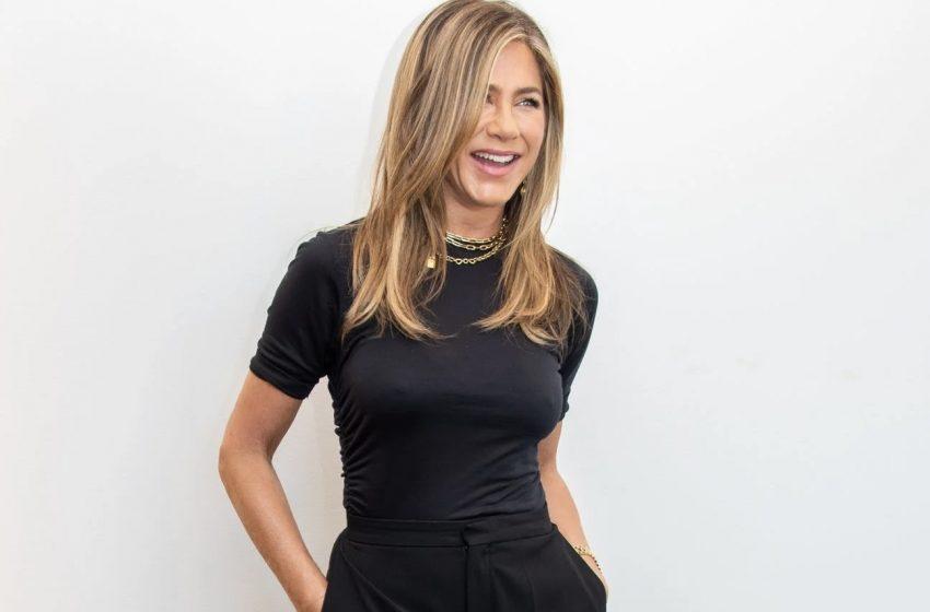 Jennifer Aniston Oy Kullanırken LGBTİ+ Topluluğuna Destek Verdi